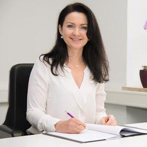 Dr. Sabine Mayer